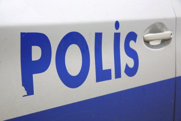 Turkse schoolbus stort in kanaal