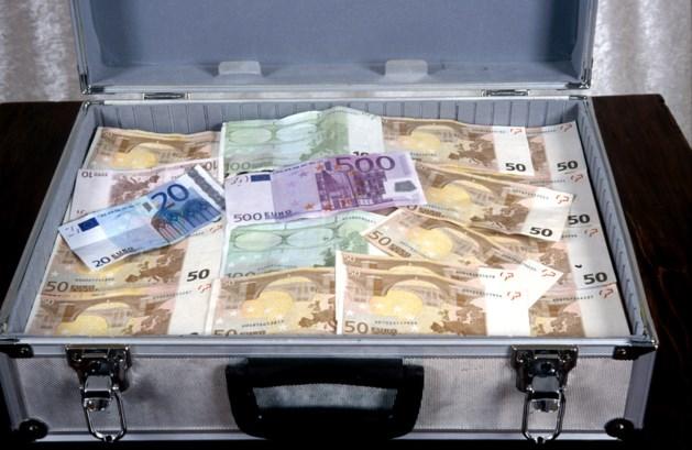 Agenten vinden tienduizenden euro's in auto