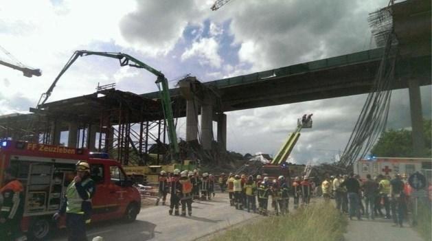 Steiger bij viaduct stort in: dode en gewonden