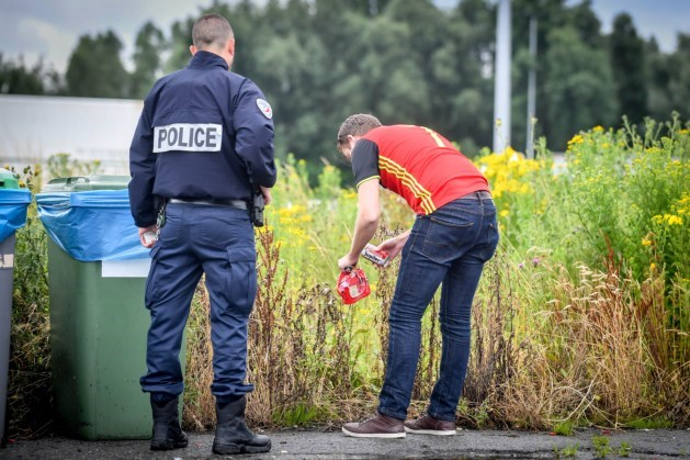 Belgische fans moeten bier weggooien