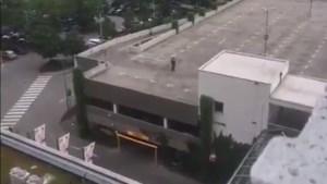 VIDEO: Schutter op parking nabij winkelcentrum in München