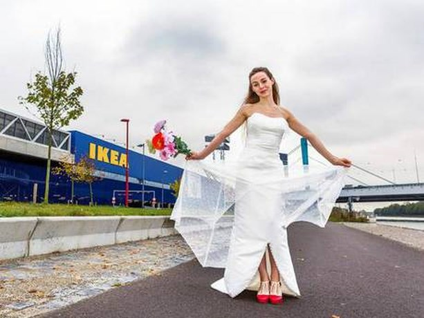 Hoezo dure trouwjurk? Bruid maakt eigen jurk van IKEA-stof
