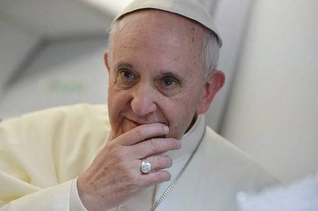 Paus ziet vrouwen nooit priester worden