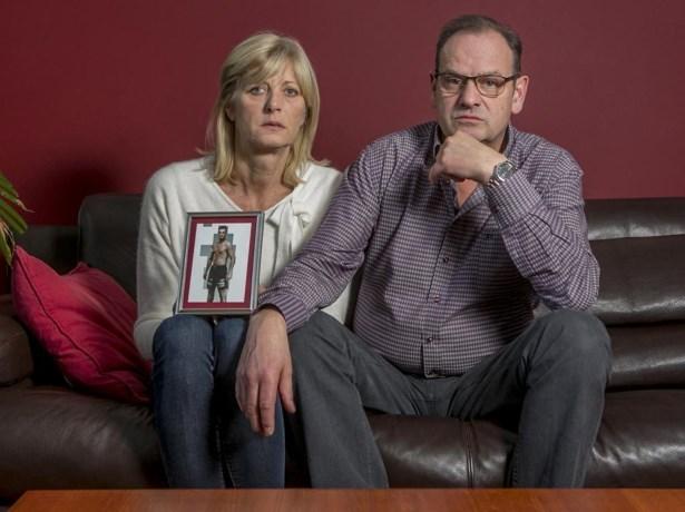 """Ouders van vermiste kickbokser doen emotionele oproep: """"Kom terug jongen. We missen je"""""""