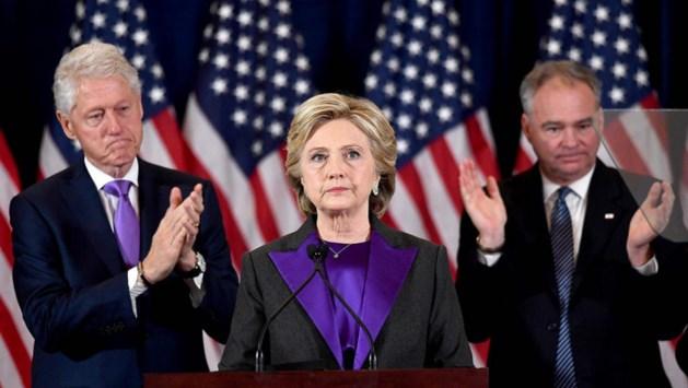 'Clinton geeft FBI-directeur de schuld van verlies'