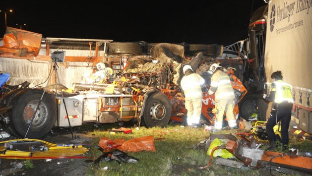 Enorme ravage op A28: groot ongeluk met meerdere vrachtwagens