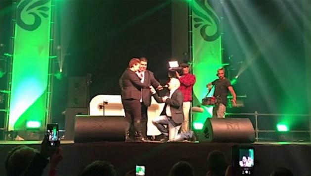 Peter Jan Rens gaat trouwen na aanzoek op podium