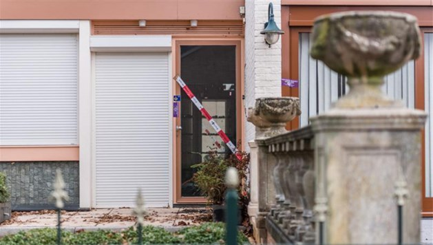 Man ligt 20 uur zwaargewond in huis na overval