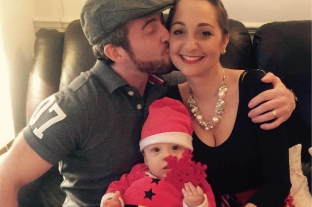 Wanhopige vader probeert zijn vrouw in leven te houden tot kerst voor hun zoontje