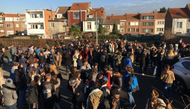 Honderden leerlingen geëvacueerd na bommeldingen in Brussel
