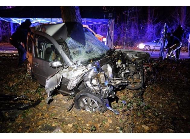 Automobilist (20) overleden na zware crash