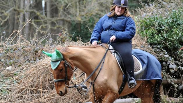 Vrouw (22) mag geen paarden meer houden na rijden uitgemergelde Thor