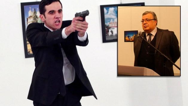 Russische ambassadeur 'live' gedood in Turkije