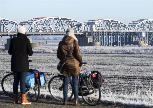 Weer scheepvaart op Maas: tijdelijke dam bij stuw Grave