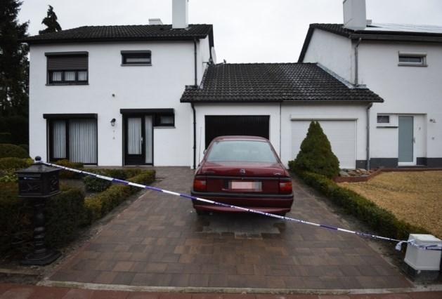 Man thuis dood aangetroffen nadat echtgenote in ziekenhuis overlijdt