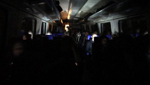 Honderden reizigers vast in tunnel door defecte trein