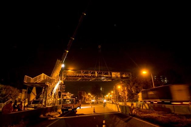 Laatste tijdelijke brug over A2 Maastricht verwijderd