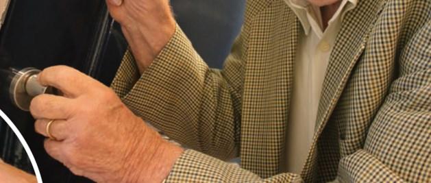 Bejaarde vrouw (83) beroofd van sieraden en geld