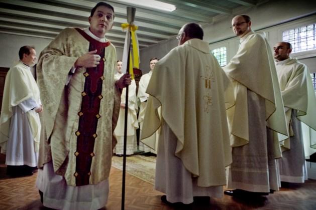 'Jongste pastoor' aan de slag in Stein