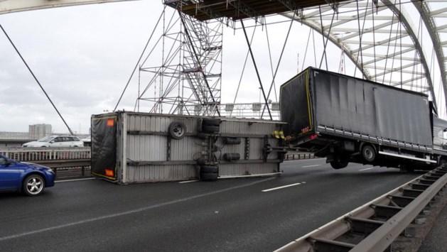 Schultz: Lege trucks die bij storm een brug op gaan zijn asociaal