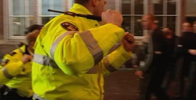 'Agenten verjagen jonge carnavalsvierders met wapenstok'