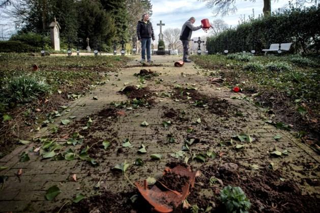 Vernielingen op kerkhof zusters