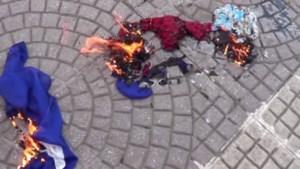 Boze Turken steken verkeerde vlag in brand