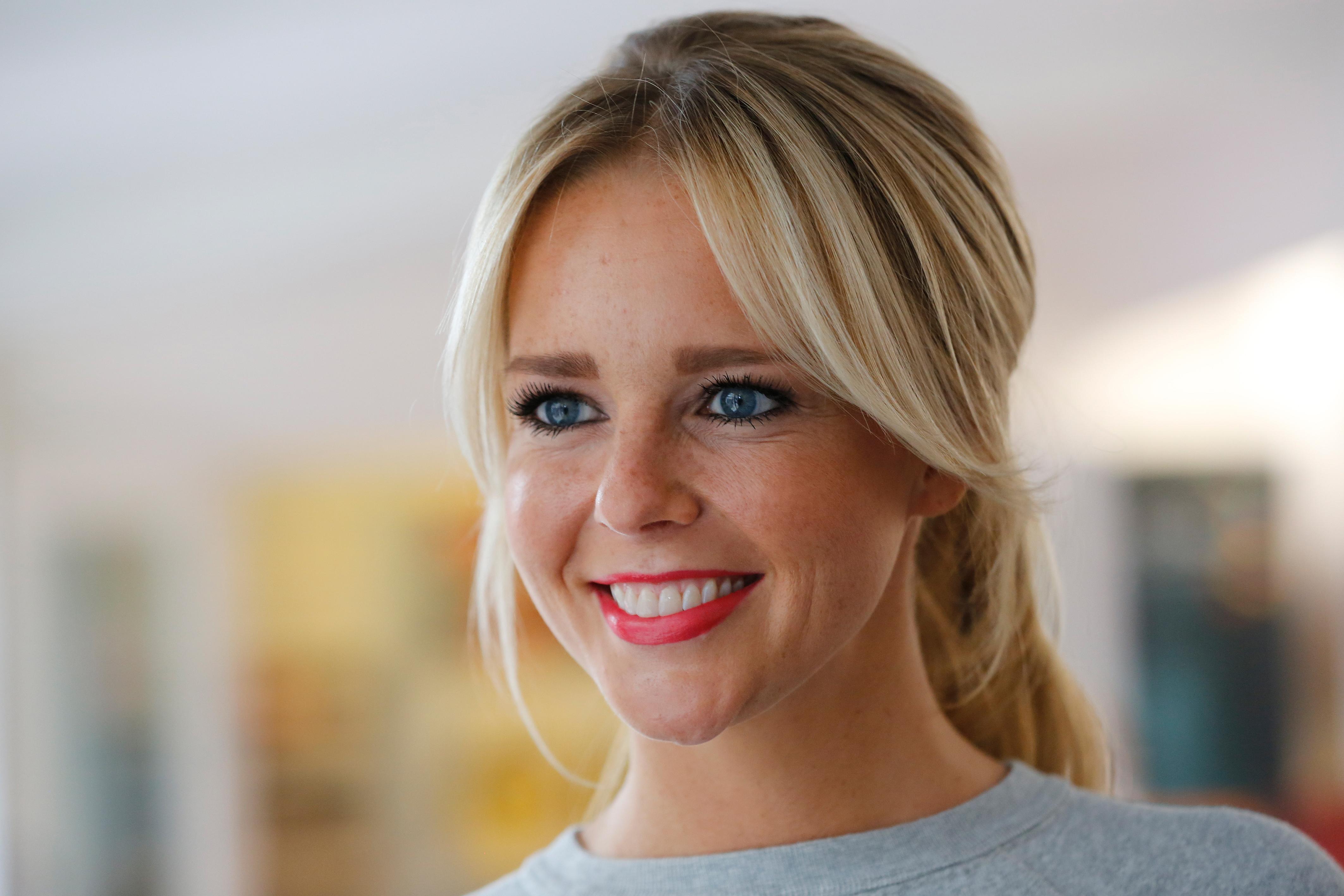 Chantal Janzen naakt in eerste editie van eigen glossy