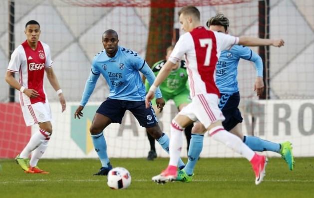 Jong Ajax wint en loopt iets in op koploper VVV