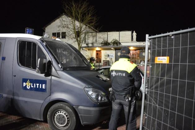 Politie vond tien mille 'voor de fiscus' bij inval Satudarah-panden