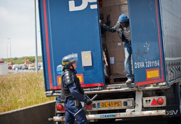 Uitgedroogde en uitgeputte mannen gered uit vrachtwagen