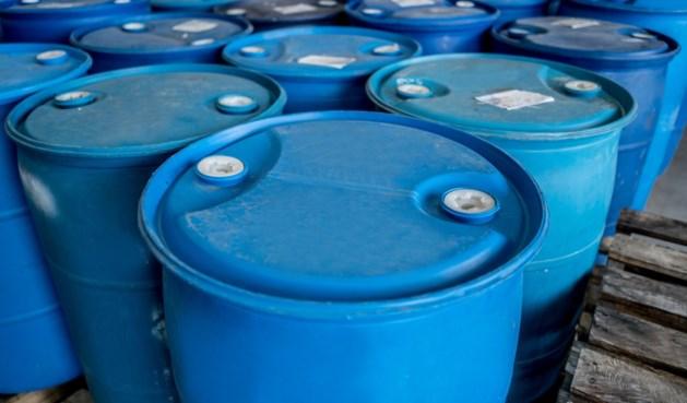 Limburger opgepakt vanwege opslag honderden vaten met chemicaliën