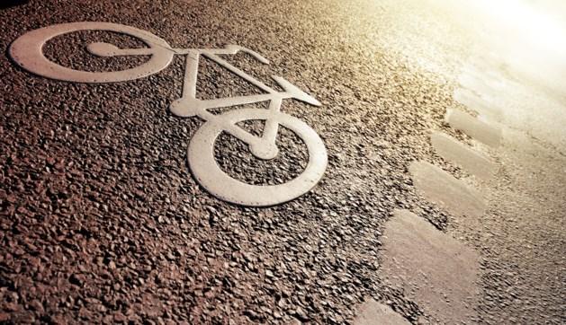 Vrouw rijdt 9-jarig kind van fiets en gaat ervandoor
