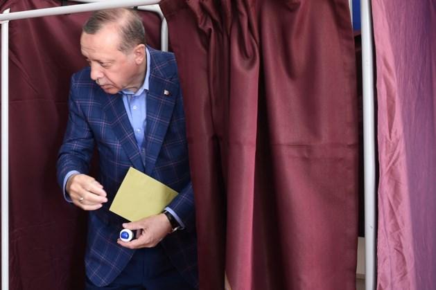 Turkije stemt over nog machtigere Erdogan