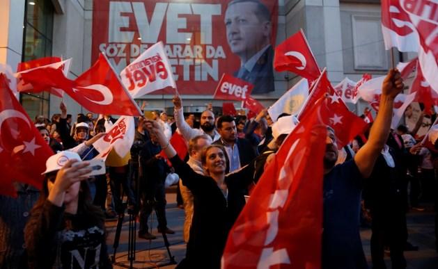 Turkse president Erdogan claimt overwinning referendum