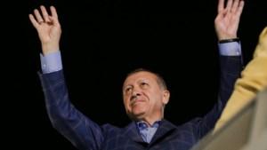 Erdogan dreigt vluchtelingen naar EU te sturen, mogelijk honderden Nederlanders in Syrië
