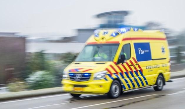 Paraglider raakt gewond na harde noodlanding in weiland