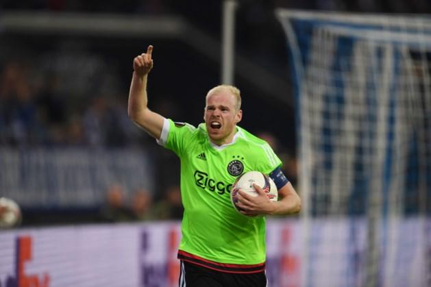 Ajax herrijst en bereikt na thriller de halve finale