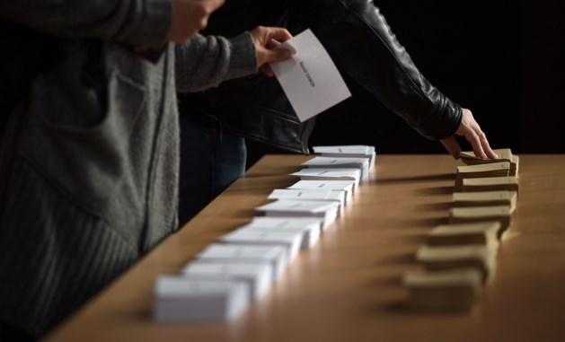 Fransen naar stembus in zeldzaam spannende verkiezing