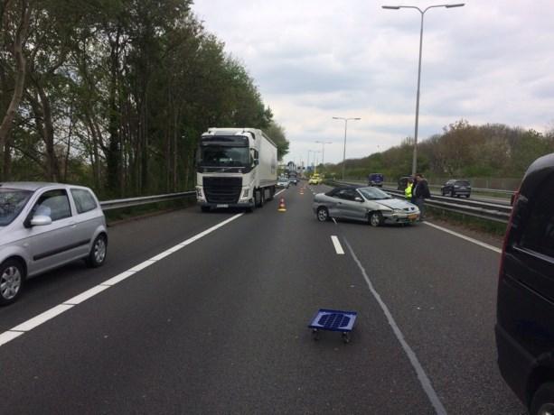 Ongeluk op A2, weg deels dicht