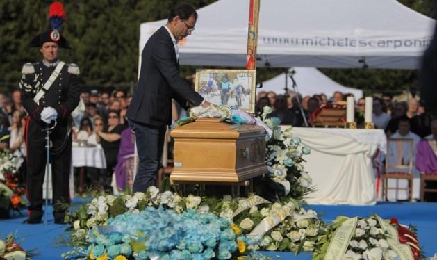 Duizenden mensen nemen afscheid van verongelukte Scarponi