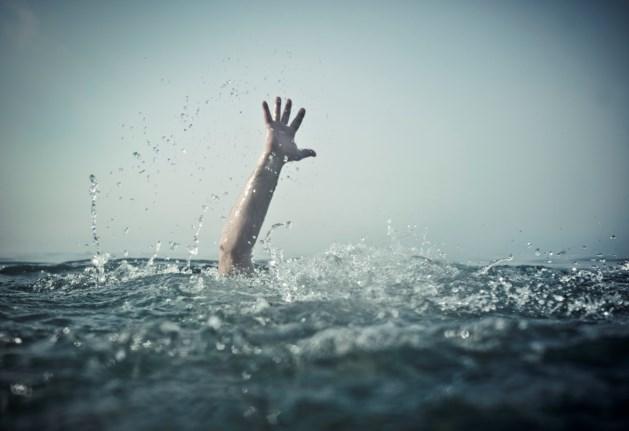 Vrouwelijke drenkeling gered uit Julianakanaal
