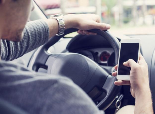 Een op de acht automobilisten stuurt appjes