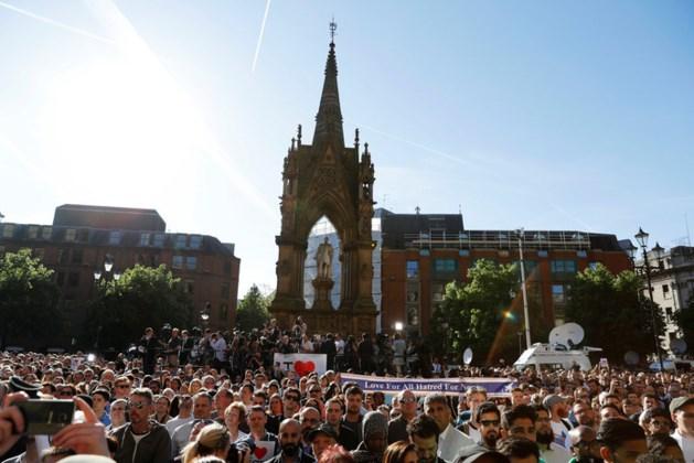 Duizenden mensen herdenken slachtoffers aanslag Manchester