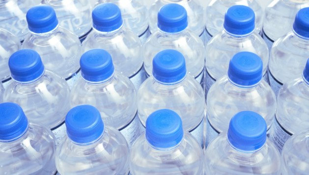Akkoord over aanpak kleine plastic flesjes
