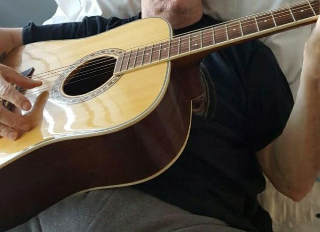 Verwarde man beroofd van zijn gitaar in Venlo