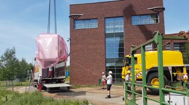 Ziekenhuis krijgt nieuwe MRI-scanner, deel van gevel verwijderd