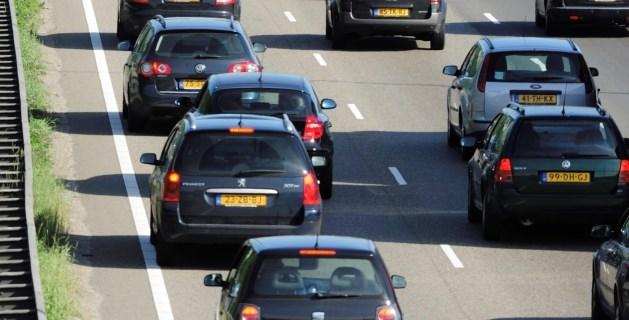 Ongeluk met meerdere auto's veroorzaakt file op A2