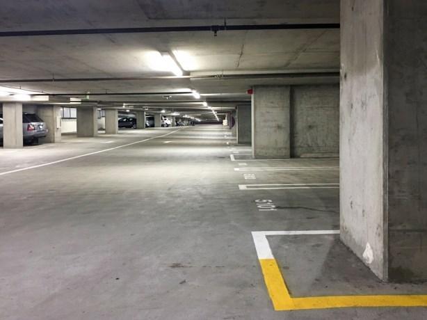 Venlose garages en parkeerdek Nolensplein in verkoop
