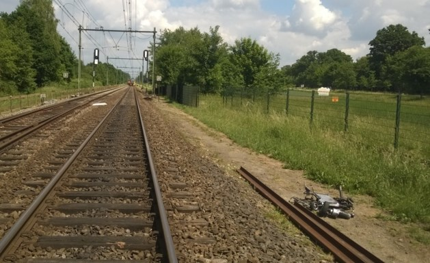 Man met scootmobiel ontsnapt aan dood bij overweg